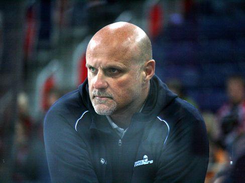 Hamburgs Coach Benoit Laporte - © by Eishockey-Magazin (RH)