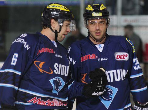 Michel Periard (links) und Thomas Greilinger (rechts) fielen beim ERC Ingolstadt unter anderem verletzungsbedingt aus - © by ISPFD (sportfotocenter.de)