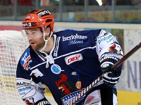 Verteidiger Derek Peltier muss am Montag an der Schulter operiert werden - © by Eishockey-Magazin (JB)