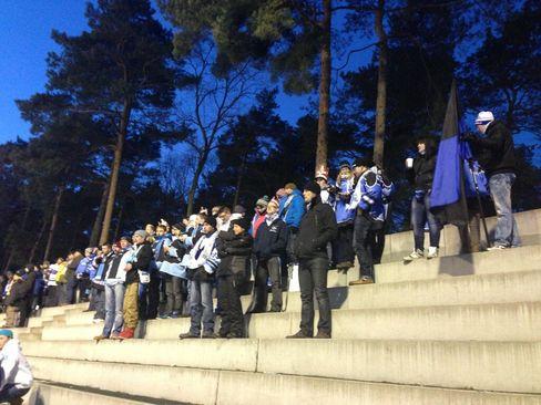 Die Fans aus Leipzig warten gespannt auf den Spielbeginn - © by FC BlueLiner