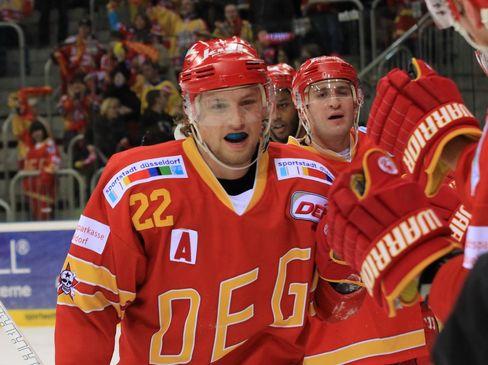 Jubelt Calle Ridderwall auch in Zukunft im DEG Trikot? © by Eishockey-Magazin (DR)