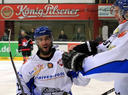 Schahab Aminikia jubelt nun für Schweinfurt - © by Eishockey-Magazin (DR)