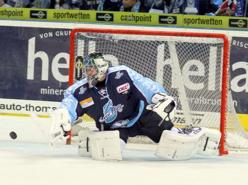 Sébastien Caron im Dress der Freezers - © by Eishockey-Magazin (RH)