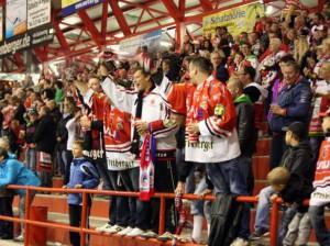 Begeisterung bei den Eispiratenfans - © by Eishockey-Magazin (SR)