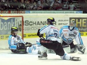 TTT - Tim Conboy, Travis Turnbull und Timo Pielmeier geschlagen - © by Eishockey-Magazin (RS)