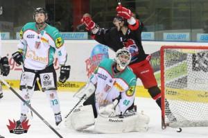 Diego Hofland bejubelt EVD Treffer - (c) by Eishockey-Magazin (DR)