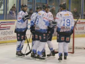 Valenti & Co bejubeln einen Treffer in Hamm - © by Eishockey-Magazin (MK)