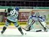 Adrian Grygiel steuert auf das Tor von Felix Brückmann zu - © by Eishockey-Magazin (RS)
