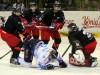 Kein Durchkommen für Manuel Klinge und die Huskies gab es in Duisburg - © by Eishockey-Magazin (DR)