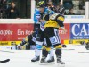 Tyler Bouck (links) und Martin Schmýmainski im Clinch - © by Eishockey-Magazin (OM)