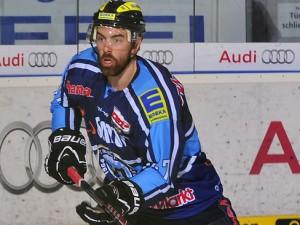 Derek Dinger kommt von Meister Ingolstadt in den Schwarzwald - © by ISPFD (sportfotocenter.de)