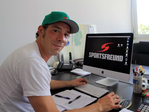 David Mondt in seinem Büro - © by Eishockey-Magazin (DR)