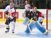 Erik Forssell vor Krefelds Goalie Tomas Duba - © by Eishockey-Magazin (OM)