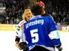 Torsten Ankert (links) und Ryan Caldwell gerieten hier aneinander - © by Eishockey-Magazin (RA)