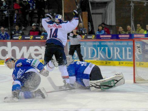 Torjubel bei Münchens Jon DiSalvatore - © by Eishockey-Magazin (RA)