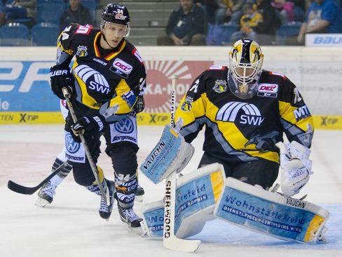 Torwart Tomas Duba und Kyle Sonnenburg - © by Eishockey-Magazin (OM)