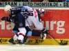 Zweikampf zwischen Garrett Festerling und Münchens Richie Regehr (rechts) - © by Eishockey-Magazin (RH)