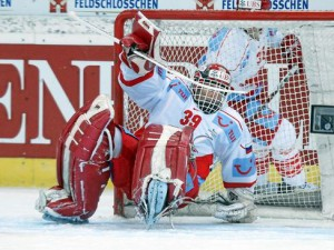 Dominik Hasek in Aktion beim Spengler Cup - © by Archiv swiss-image / Spengler Cup