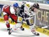 Augsburgs Greg Moore (links) stört Sebastian Osterloh - © by Eishockey-Magazin (RS)