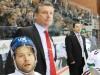 Greg Thomson (Mitte) übernimmt das schwere Erbe von Larry Mitchell (rechts) in Augsburg - © by Eishockey-Magazin (RA)