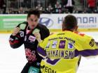 Männergespräch zwischen Manuel Strodel und Martin Schymainski - © by Eishockey-Magazin (DR)
