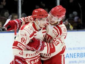Maxime Pellegrims und Jordan Paulus feiern Herentals Sieg in Geleen - © by Eishockey-Magazin (DR)