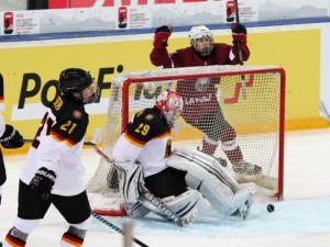 Lettland jubelt, Patrick Berger und Tobias Eder haben das Nachsehen - © by Eishockey-Magazin (DR)