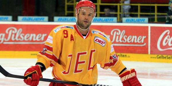 Tino Boos, Till Feser, Jan Barta & Co: Eishockeystars spielen für Gerrit