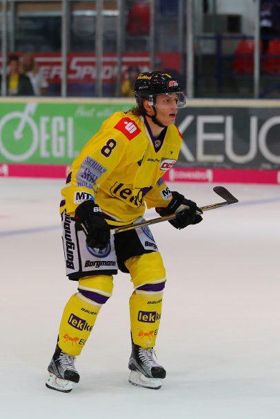 Mathias Trettenes DEL: Iserlohn Rooster vs. Krefeld Pinguine Copyright: Jan Brueggemann, Eishockey Magazin
