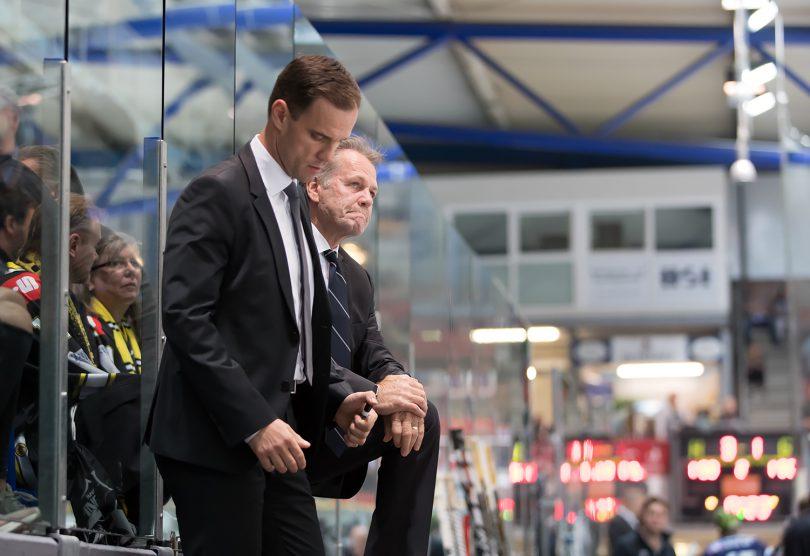 Rick Adduono und Marian Bazany DEL: Iserlohn Rooster vs. Krefeld Pinguine Copyright: Jan Brueggemann, Eishockey Magazin