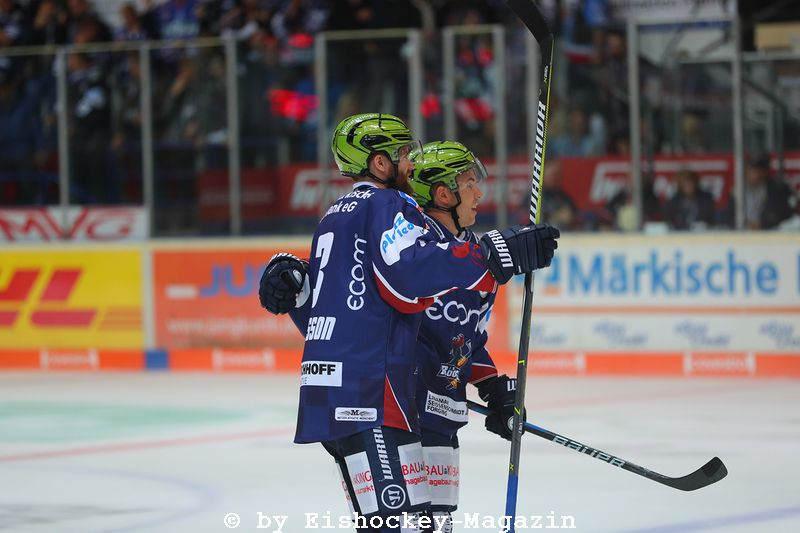 Jubel bei den Roosters. DEL: Iserlohn Rooster vs. Schwenninger Wild Wings Copyright: Jan Brueggemann, Eishockey Magazin