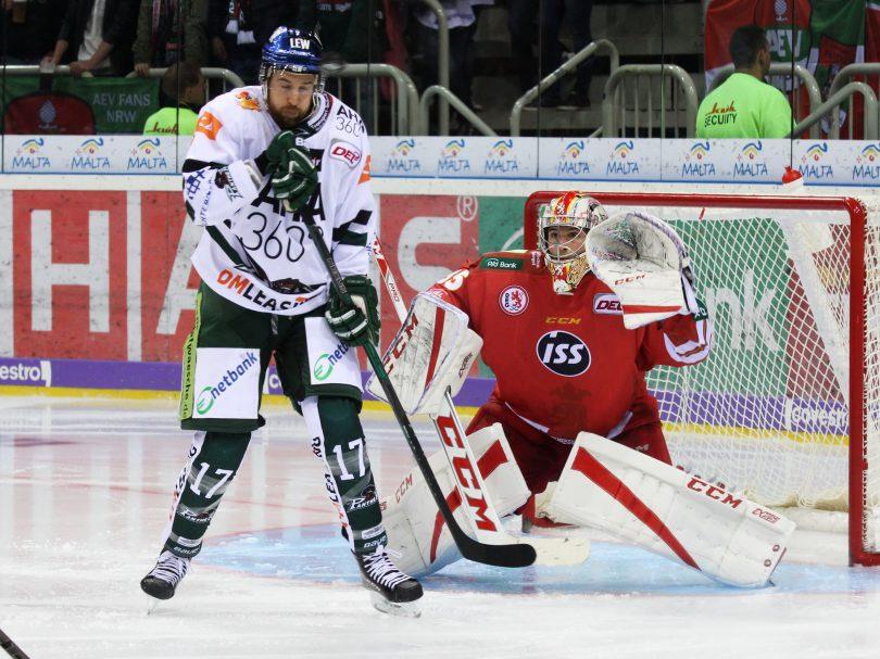 Thomas Holzmann (AEV) - Mathias Niederberger (DEG) © by Sportstimme.de (DR)