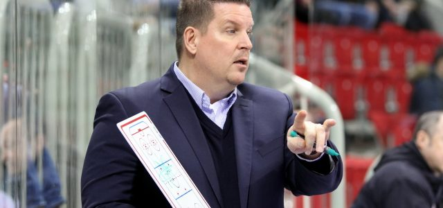 Tom Pokel bleibt Trainer der Straubing Tigers