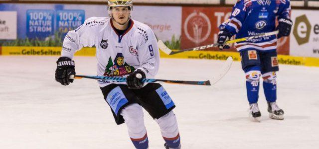 Niko Linsenmaier bleibt dem EHC Freiburg treu