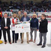 Krombacher Zipfelmützenaktion 2018 erneut ein voller Erfolg: Roosters-Fans ermöglichen Spende über 5.023,86 Euro