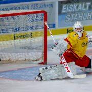 Goalie Hendrik Hane hält in Schwenningen zwei Punkte für die DEG fest!