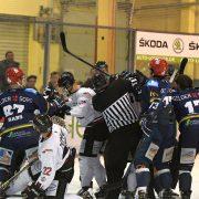 EHC Königsbrunn: Vier Minuten besiegeln die Niederlage