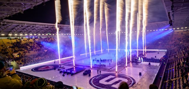 Rudolf-Harbig-Stadion glänzt im Eishockey-Licht