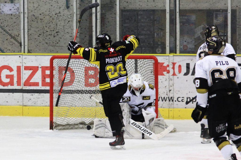 Krefelds Jakub Prokurat traf dreifach gegen Mannheim - © by Eh.-Mag. (DR)