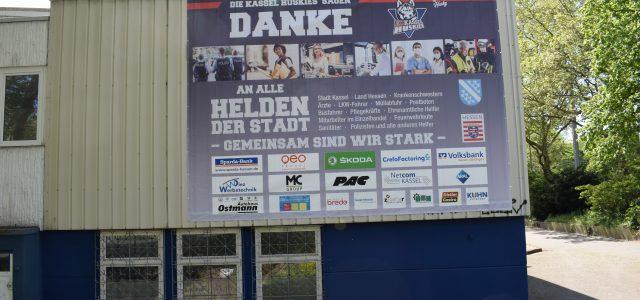 """Kassel Huskies danken """"Helden unserer Stadt"""" mit großem Banner"""