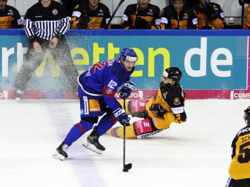 DEB-Team rutscht gegen die Slowaken aus - © by Eh.-Mag. (DR)