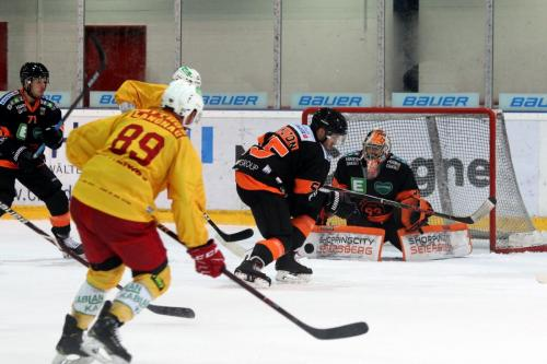 Chris DiDomenico (SCL) - Travor Hamilton (Graz)
