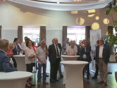 Vertreter aus Politik, Wirtschaft und der heimischen Eishockeyszene während der feierlichen Eröffnung - © by Eh.-Mag. (MK)