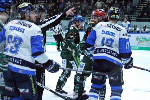 Topscorer Andrew LeBlanc (Nr.19) und Patrick Cannone (Nr.12) beim Bully